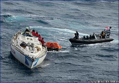 Эсминец HMS «Dragon» Королевских ВМС спас экипаж яхты «Clyde Challenger» в Атлантическом океане
