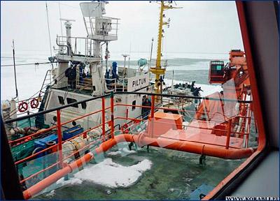 Медицинская эвакуация с борта СРТМ «Пильтун» в Татарском проливе