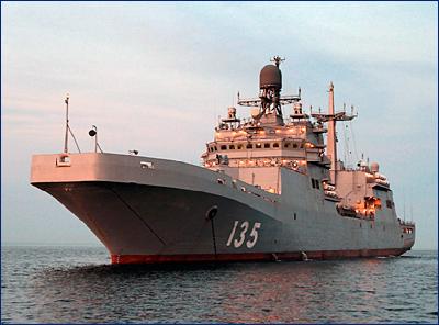 БДК «Иван Грен» начал испытания по погрузке и выгрузке военной техники