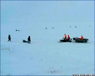 Первых четырёх человек сахалинские спасатели сняли с оторвавшейся в заливе Мордвинова льдины