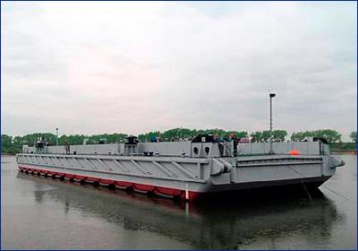 На Хабаровском СЗ спустили на воду понтон для ВМФ