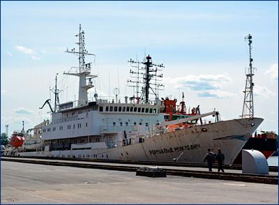 В Кронштадте произошло возгорание на борту проходящего ремонт гидрографа «Ромуальд Муклевич»
