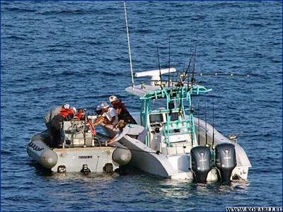 Ракетный крейсер USS «Hue City» (CG 66) ВМС США оказал медицинскую помощь у побережья Джексонвиля