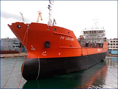 Во Владивостоке сдали танкер «РН Сахалин» по проекту АО КБ «Вымпел»