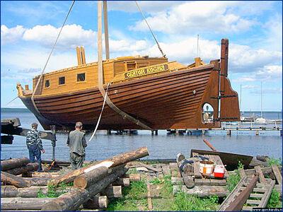 В Петрозаводске спущено на воду парусное судно «Святой Косма»