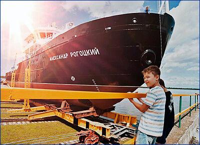 В Благовещенске спустили на воду новое гидрографическое судно