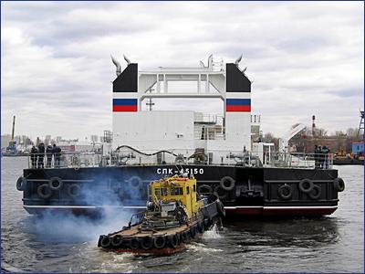 В Санкт-Петербурге спустили на воду самоходный плавучий кран СПК-54150