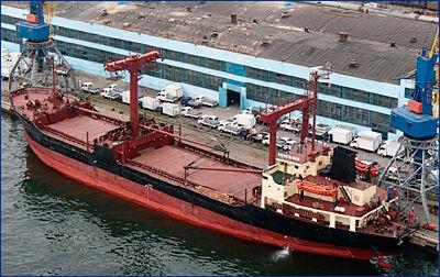 Экипаж теплохода «Степан Гейц» спас четырех северокорейских рыбаков в Японском море