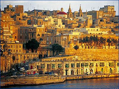 Одиннадцать спасенных в море мигрантов доставлены на Мальту
