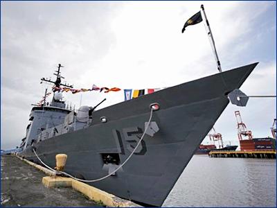 Севший на мель филиппинский фрегат ожидает запчасти из США