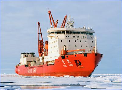 Китайский ледокол «Сюэлун» столкнулся с айсбергом у берегов Антарктиды