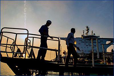Иран захватил еще один, третий по счету, танкер в Персидском заливе