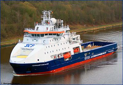 Экипаж МФЛС «Геннадий Невельской» спас трех человек в Охотском море
