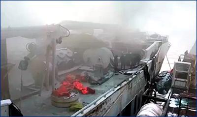 Горевший в Охотском море траулер затонул