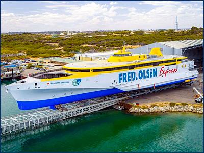 Austal спустила на воду тримаран для Fred. Olsen Express