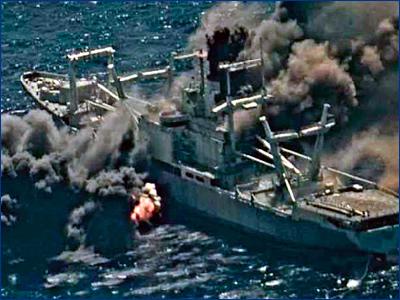 Списанный на утиль корабль отказался тонуть под ударами американских ракет