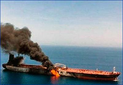 «Внешний источник» уничтожил нефтяной танкер у берегов Саудовской Аравии