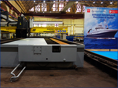 На «Адмиралтейских верфях» начата резка металла для большого морозильного траулера проекта СТ-192