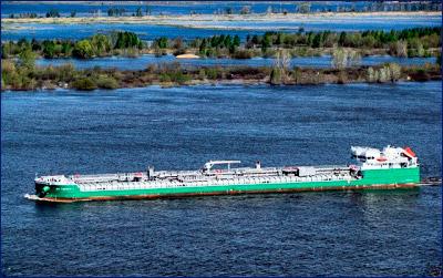 Второй танкер новой серии передан заказчику