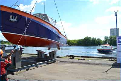 Спуск на воду третьего многоцелевого катера проекта МРВ-14